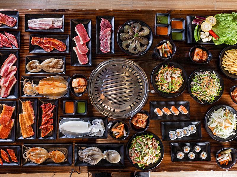 Thưởng thức thực đơn tiệc buffet đa dạng, phong phú